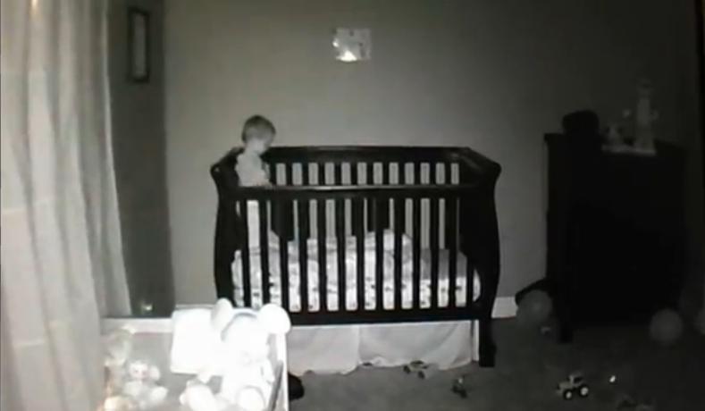 Δείτε πως περνάει τις αυπνίες του ένα μωρό! (video)