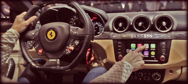 Apple-CarPlay-Geneva-2014-ferrari