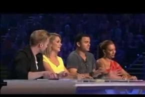 Δείτε ενα συγκινητικό βίντεο: Την κορόιδευαν όλοι μέχρι να αρχίσει να τραγουδά!