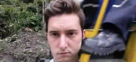 Βίντεο: Του έριξε κλοτσιά την ώρα που έβγαζε Selfie
